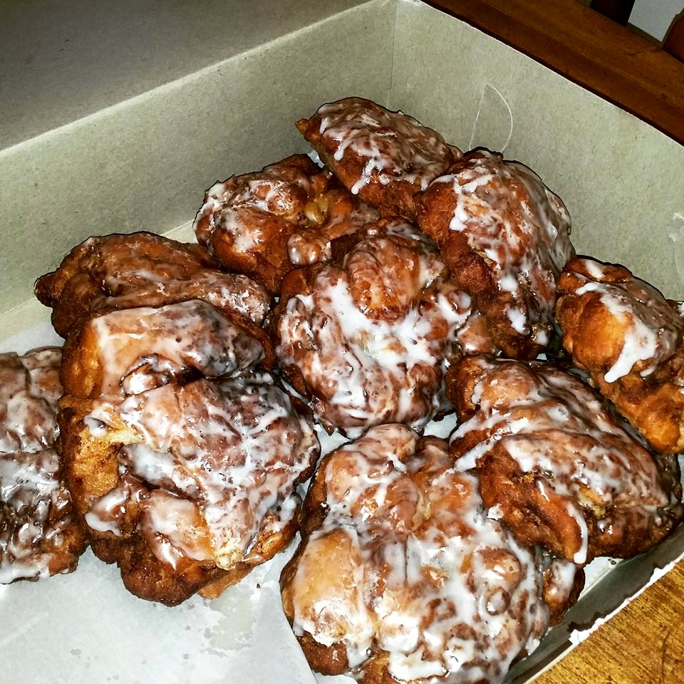 APPLE-FRITTER-DONUT-SHOP