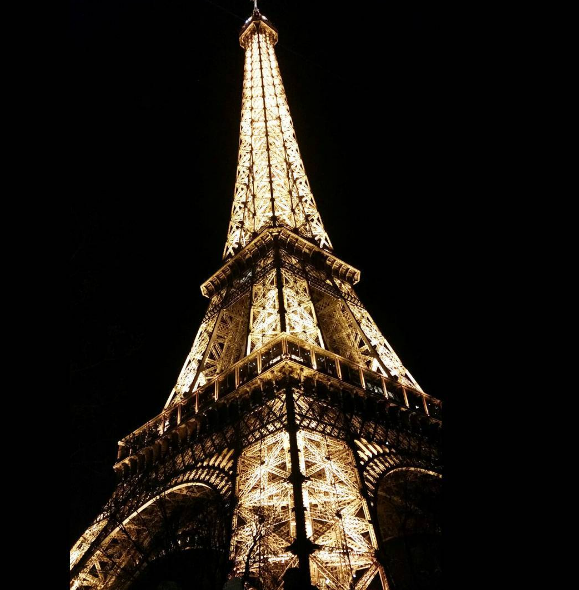 night-eiffel-tower